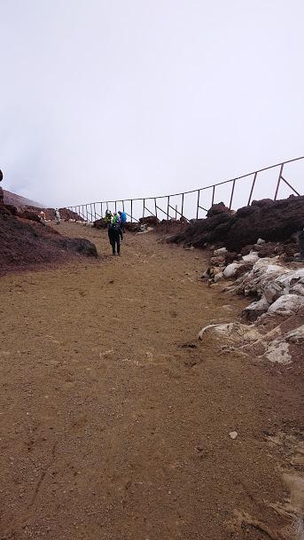 山頂からの坂