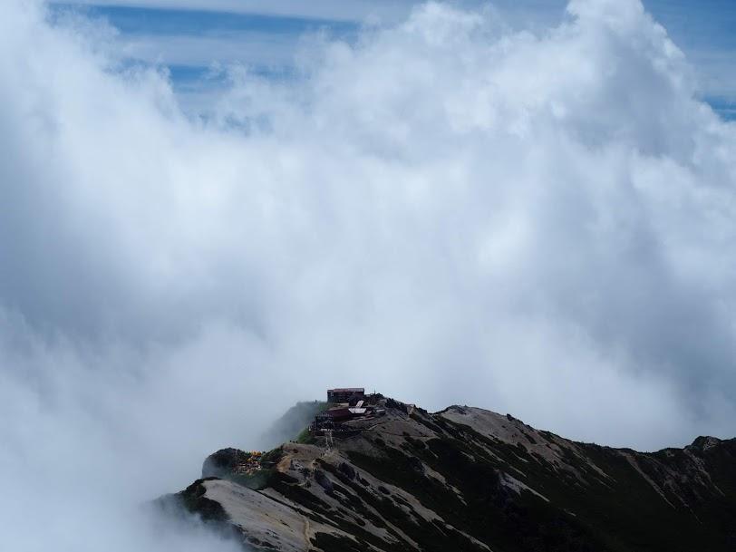 燕岳山頂からの稜線