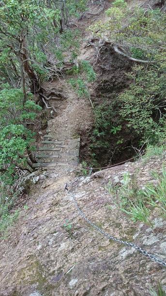 三峰山登山時の鎖場