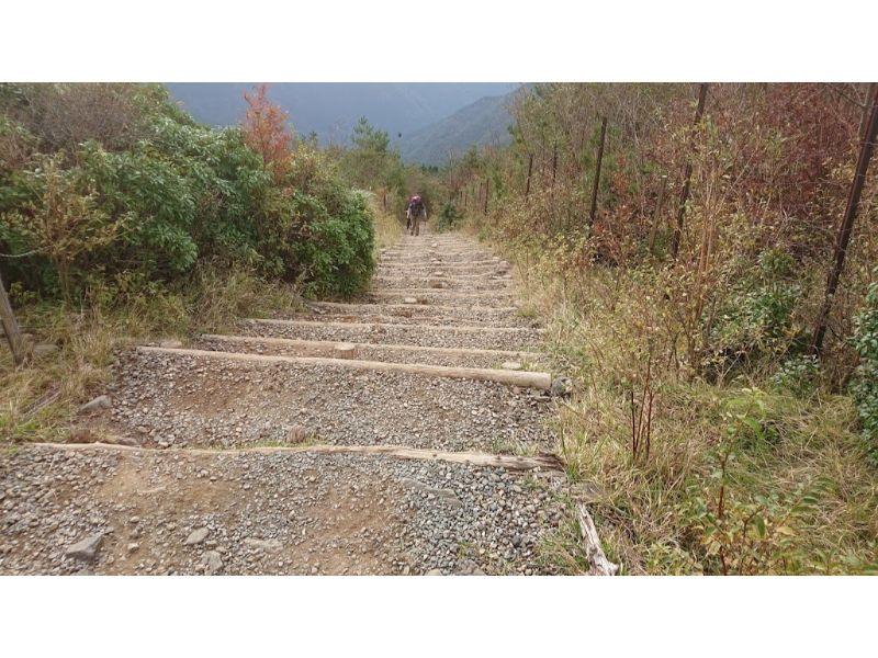花立山荘からの階段
