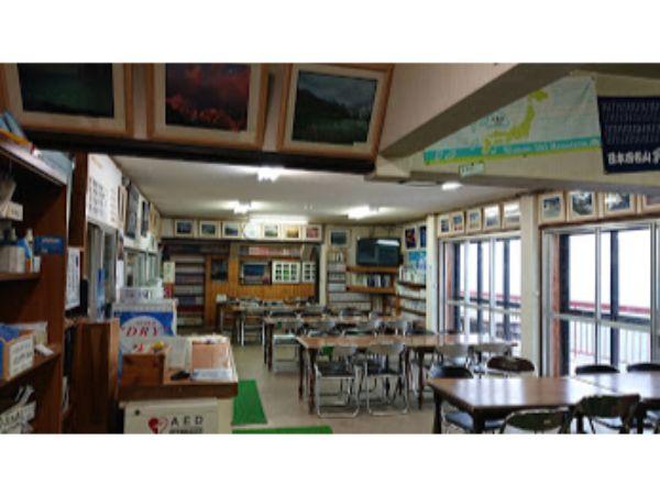 八方池山荘の食堂