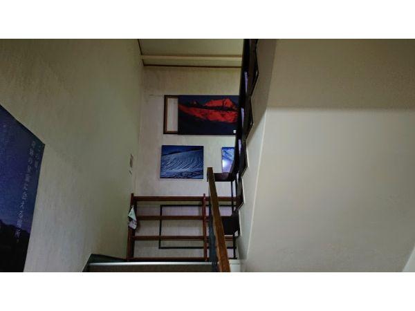 八方池山荘の階段