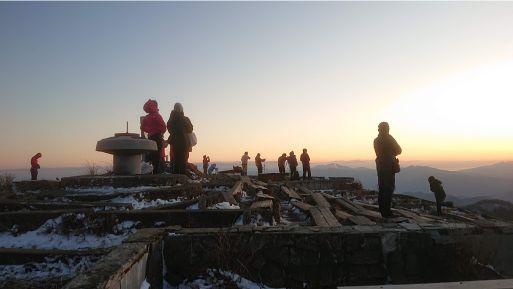 尊仏山荘の夕日を見る