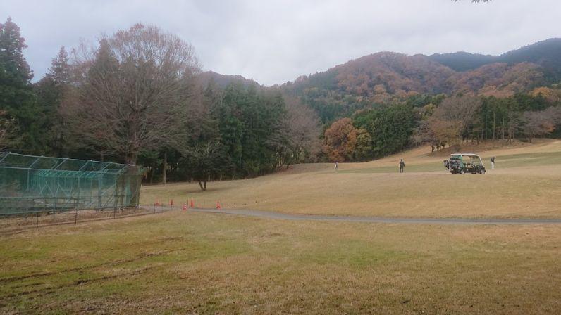 登山口のゴルフ場