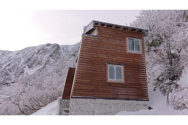 大山避難小屋