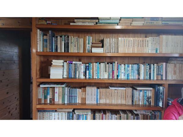みやま山荘の本棚
