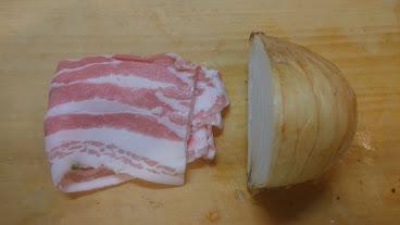 材料(たまねぎと豚肉)