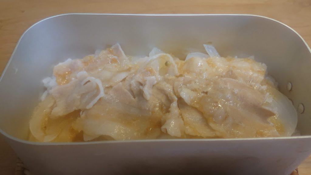 豚の生姜焼き風丼完成