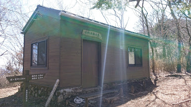 菰釣山避難小屋の外観