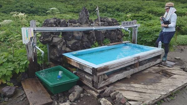 【岩手山】8合目避難小屋の水場